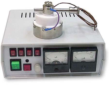 Магнетрон для напыления в вакууме тонких (от 5 нм) пленок.